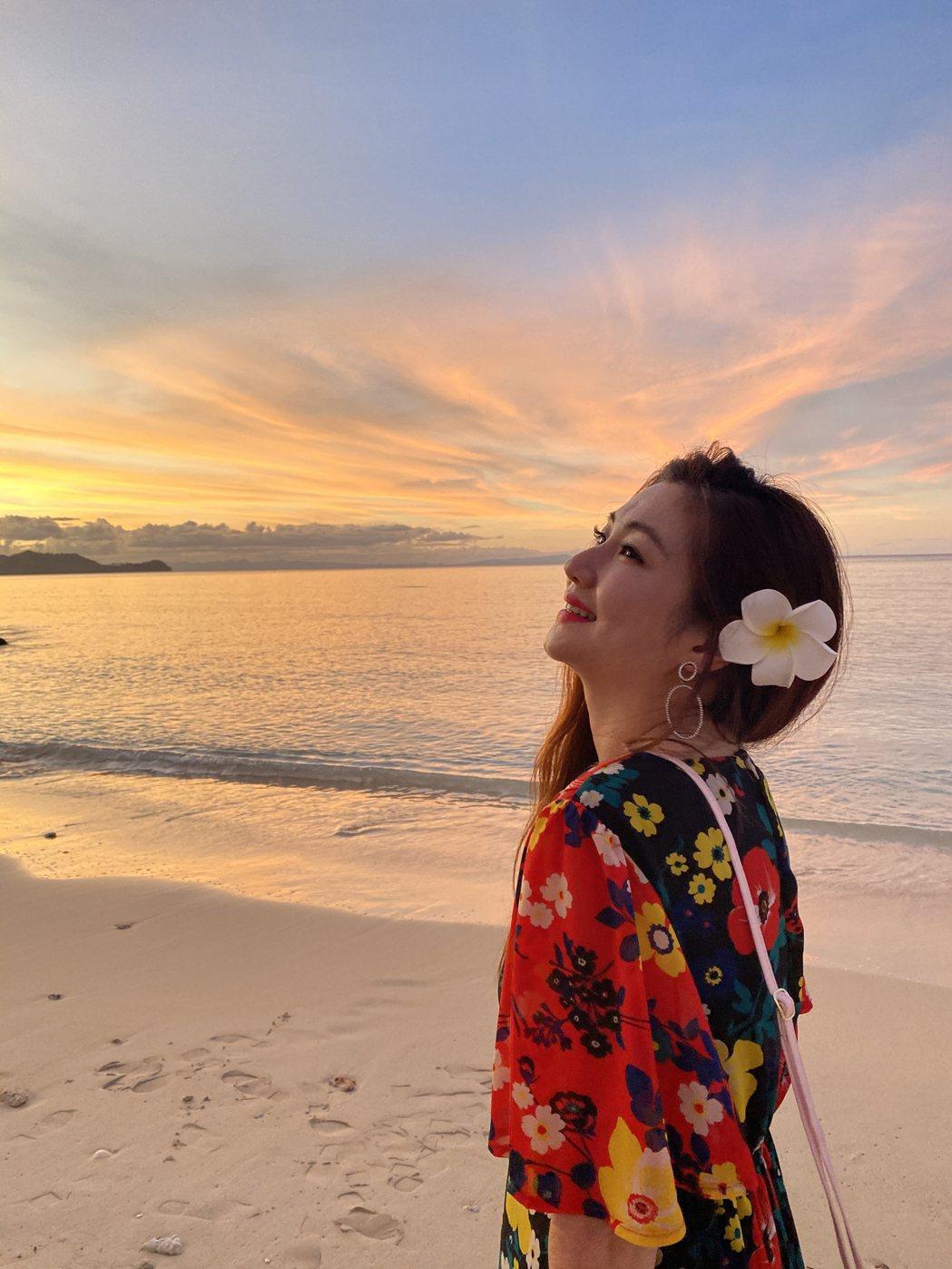 Selina在海灘留下美照。圖/任真美好提供
