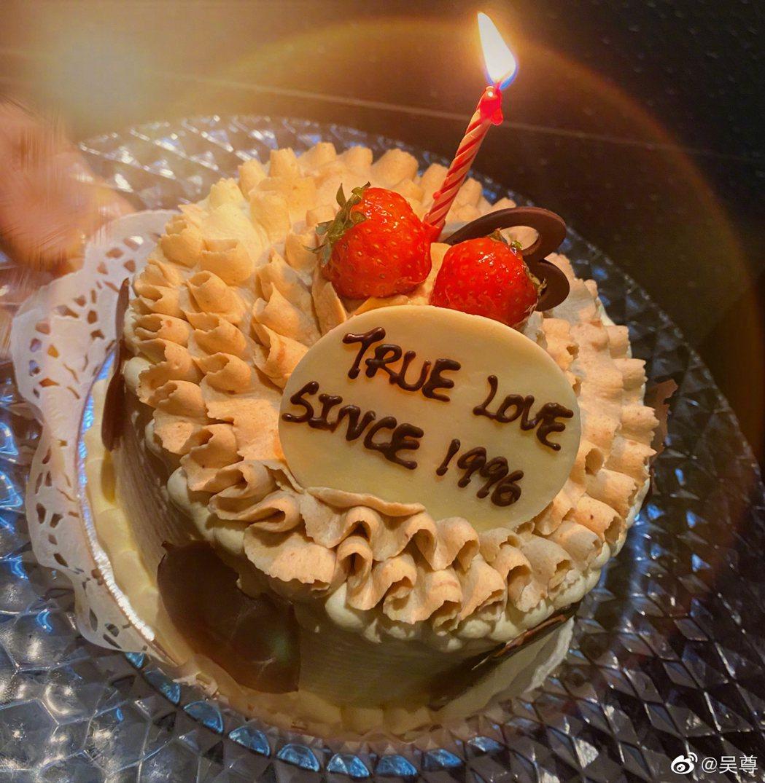 吳尊與老婆慶祝交往紀念日。圖/摘自微博