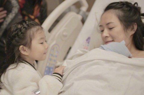 大陸女星章子怡和汪峰結婚後,育有一個女兒醒醒,今年初再度迎來第二胎兒子,湊得一個「好」字,正在美國坐月子的她,也十分關心武漢肺炎的疫情,更嘆:「人世間有各種疾病的治療,但真的沒有治療愚蠢的解藥。」章...