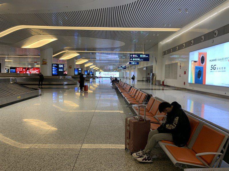 為疏運滯留大陸武漢的台灣同胞,首班接運專機於晚間9時38分從武漢天河機場起飛,預計晚間11時47分降落桃園機場。 中新社