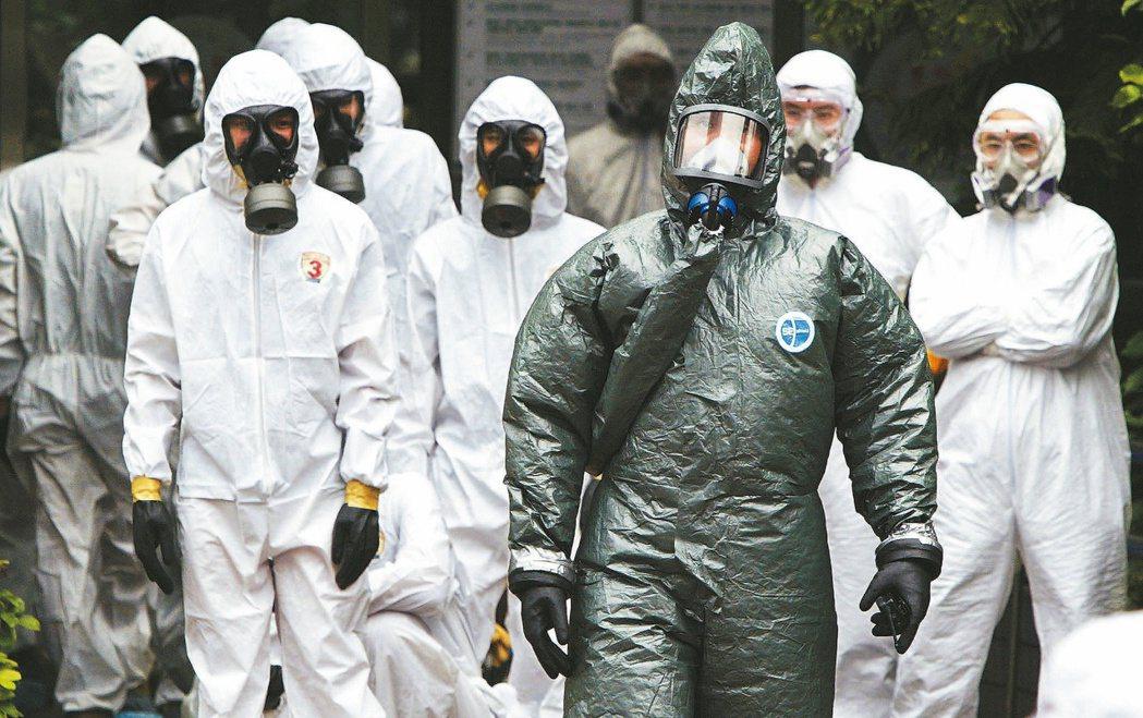 SARS期間,和平醫院大消毒,由陸軍化學兵指揮官曹君範(前)領軍。圖/聯合報系資...