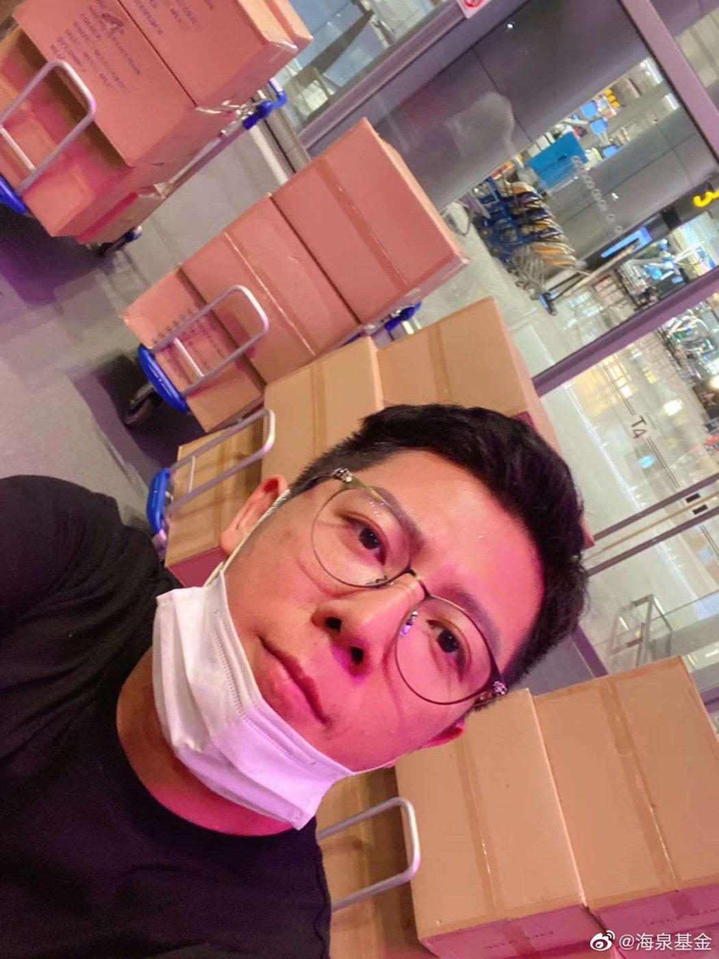 胡海泉就從國外狂掃16萬個口罩。 圖/擷自海泉基金微博