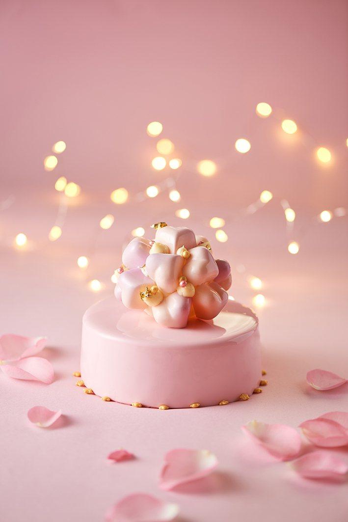 台北美福大飯店情人節限定愛戀星球5吋蛋糕。業者/提供