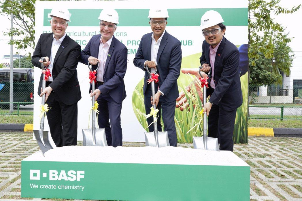巴斯夫亞太區農業解決方案部的全新區域性生產中心舉行動土典禮:(由左至右)巴斯夫農...