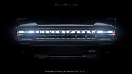 影/GMC Hummer EV回歸車壇 買下超級盃廣告時段邀詹皇助陣!
