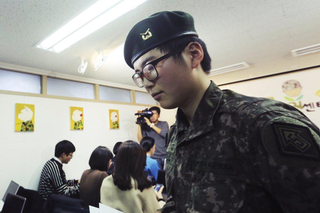 22歲的南韓陸軍下士卞熙秀,公開自己接受從男轉換到女的變性手術事實,並提出希望能...