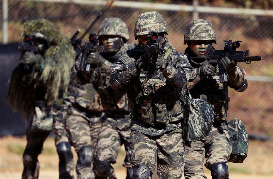 南韓陸軍於今年1月22日議決將卞熙秀除役後,法院在1月29日,正式審理此案,預料...