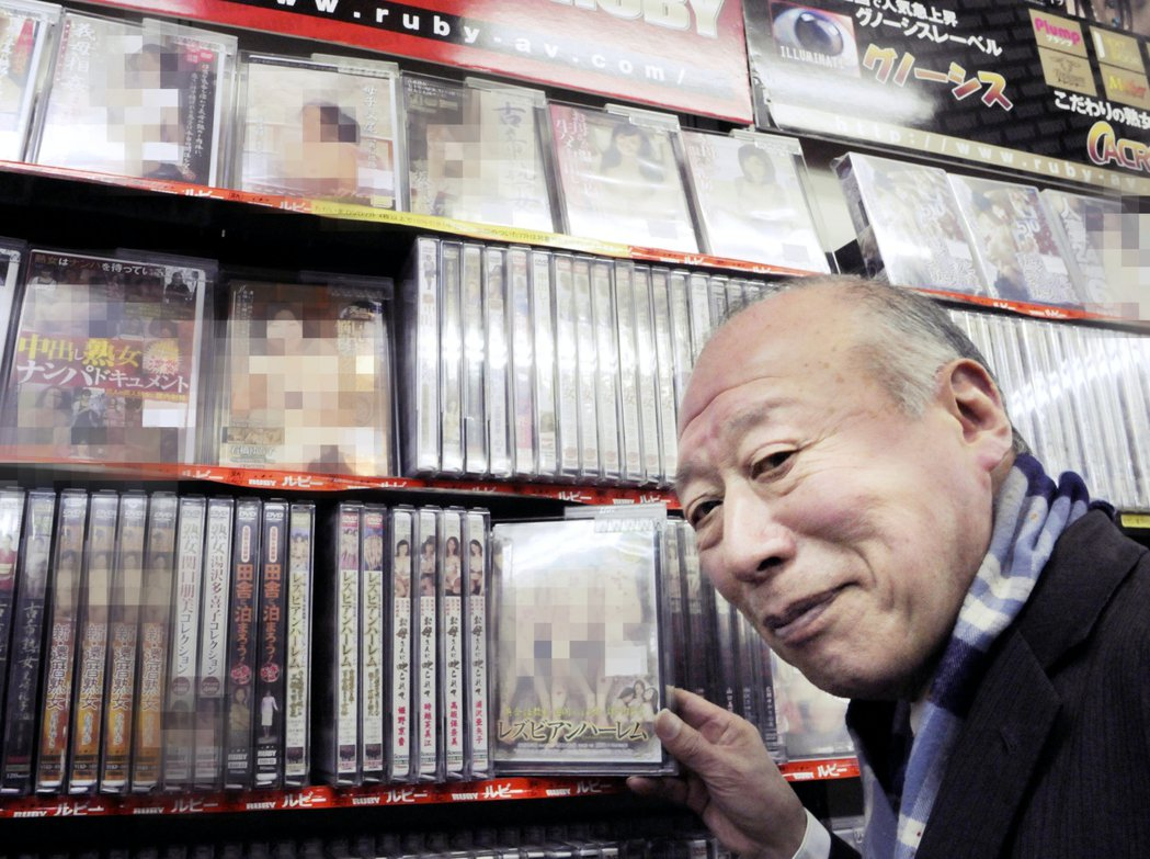日本的情色文化,也受到浮世繪的影響甚深。圖為現年85歲的日本高齡AV男優德田重男...