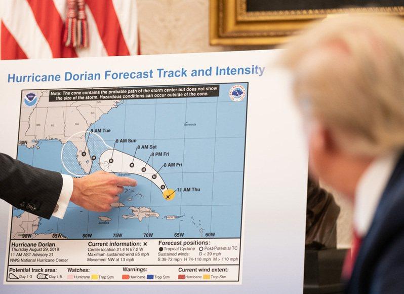 川普將氣候變遷政治化的態度,讓美國NOAA跟颶風中心的科學家都非常沮喪。(Photo on Wikipedia)