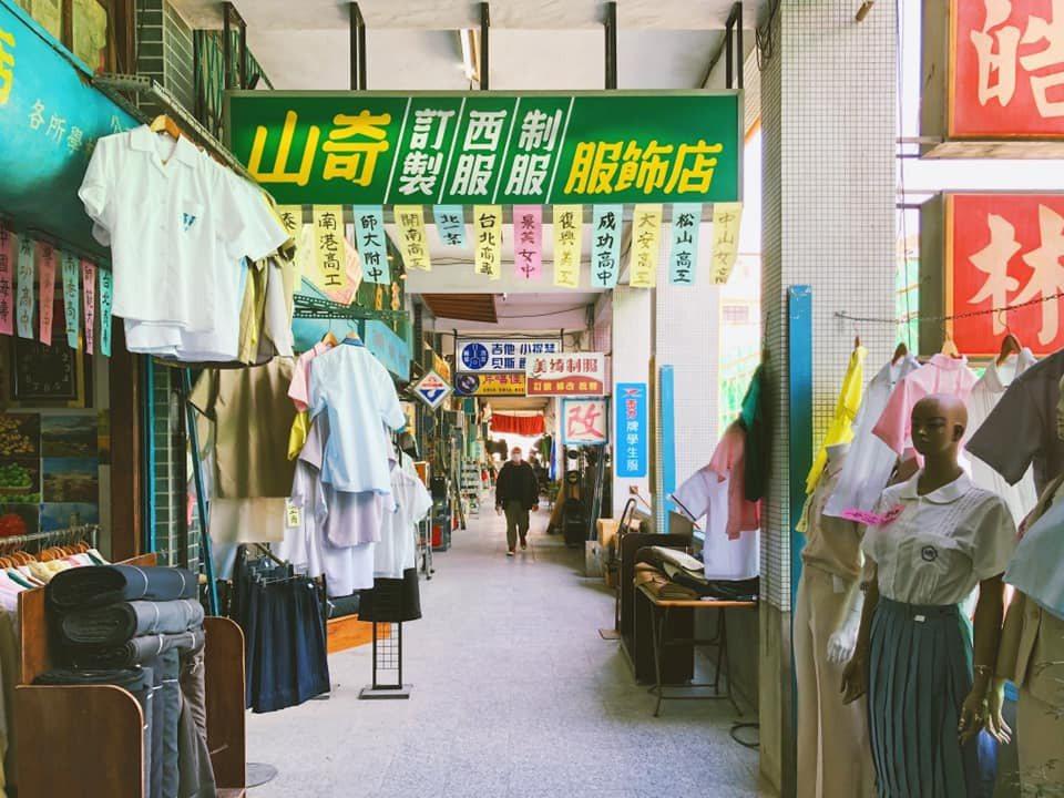 公視改編吳明益的魔幻寫實小說「天橋上的魔術師」,並完整呈現中華商場場景。圖/截自