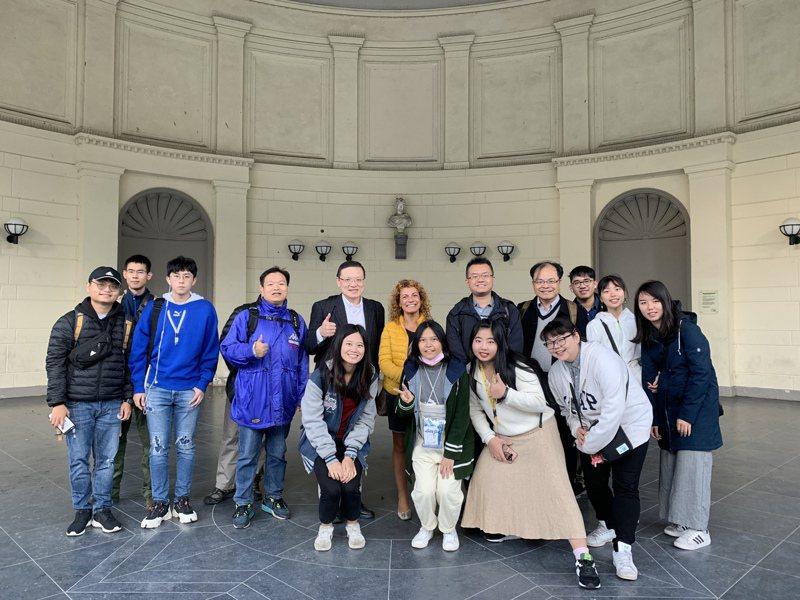 台灣-德國科技大學聯盟,由台灣六所、德國六所共12所大學組成,針對交換學生、企業實習、實驗室合作、暑期學校及短期研習等五大議題合作。2019年先於交換學生、暑期學校及短期研習等學習活動上展開合作。圖/教育部提供