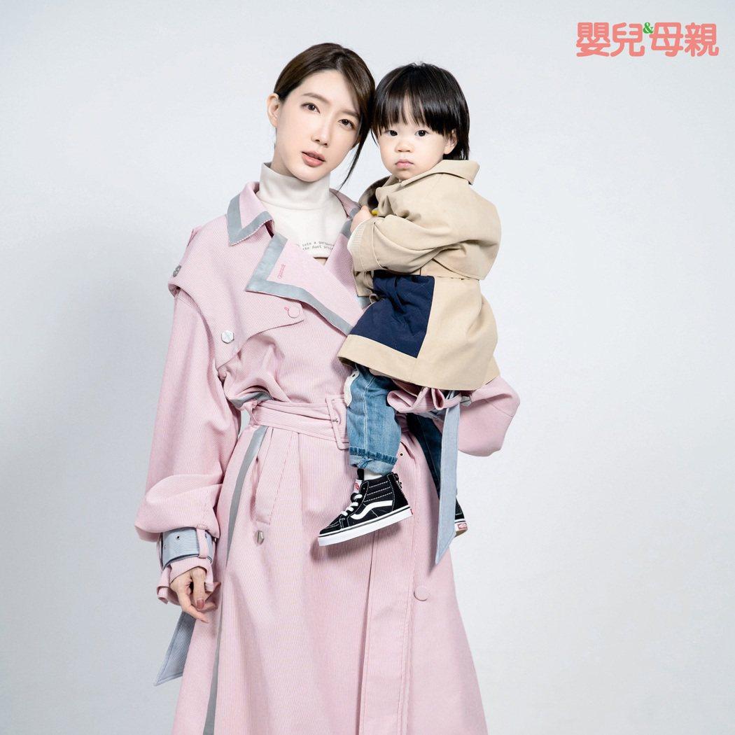 宋米秦和女兒Ellie一起拍雜誌。圖/嬰兒與母親提供