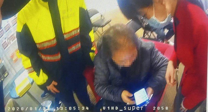 基隆市一名女子在網路結識異國男子,自認墜入愛河,險被騙走2萬5千元。記者邱瑞杰/翻攝