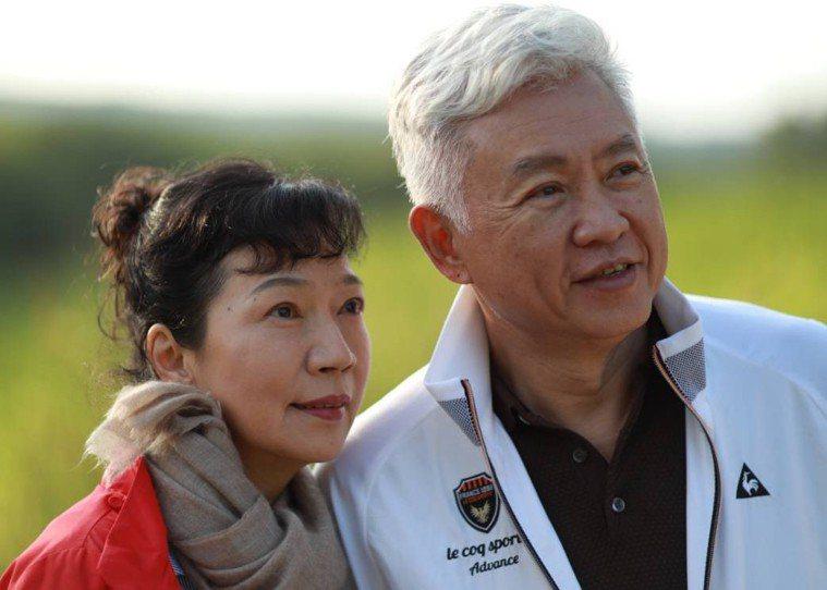 中美兄弟製藥集團董事長夫人李阿利(左)20年開三次刀,抗癌期間曾因混亂的癌症營養...