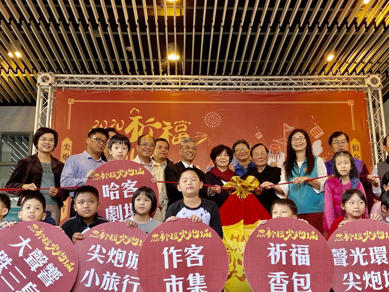 屏東「六堆祈福尖炮城」將在本周末(8日、9日 )於屏東縣立運動公園登場。記者江國豪/攝影