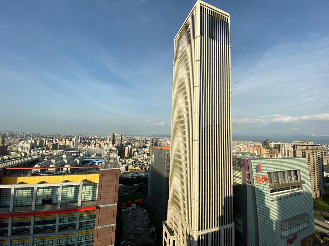 和美集團參觀最新落成的聯聚中雍大廈,認為好建築講求的是細節,好的建築不僅可以帶領...