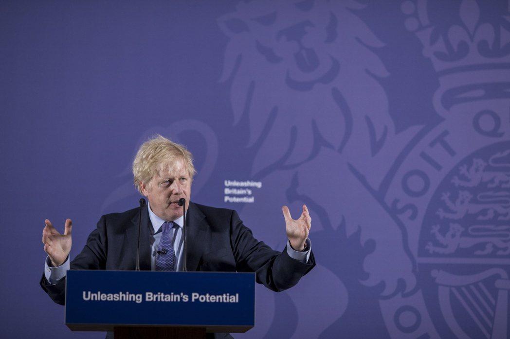 """首相強生宣布,英國將提前於2035年全面禁止販售包含汽油、柴油、混合動力在內""""所..."""