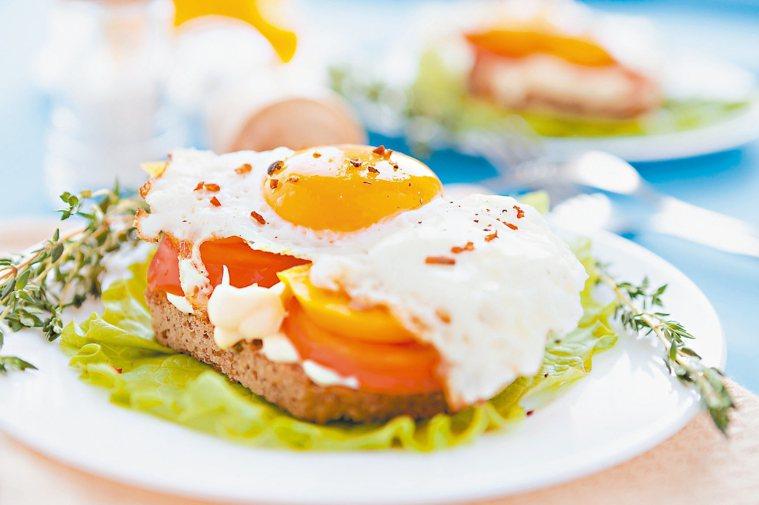 以早餐為一天中最豐盛的人,比那些以午餐或晚餐為最豐盛的人更容易減肥。圖/123R...