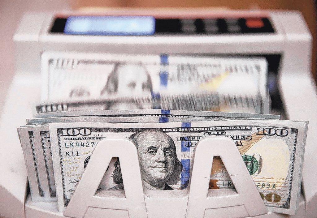 積極型投資人可趁低檔分批布局股票型基金,以美股基金為主,搭配新興市場基金。 本報...