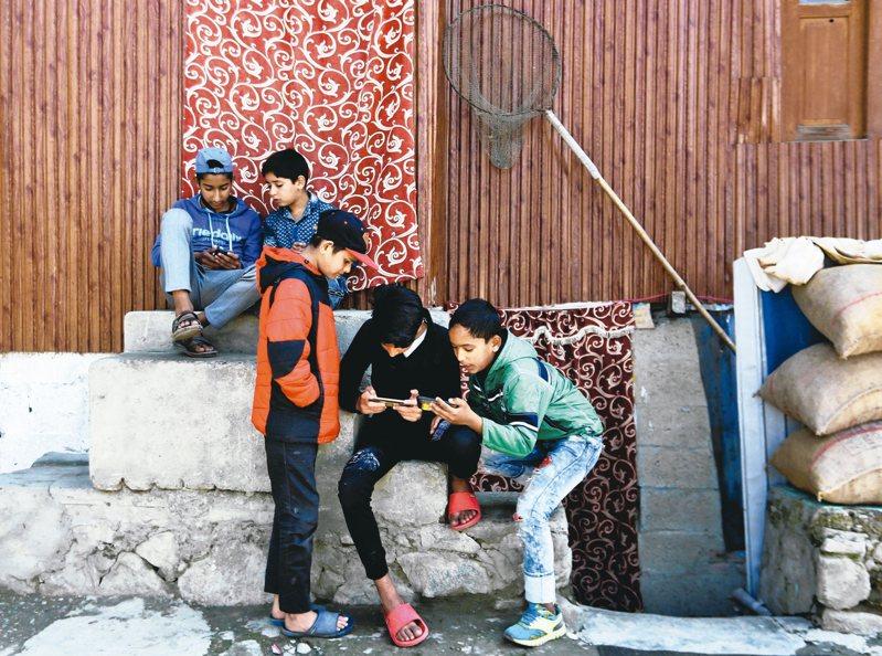 位於印度諾伊達的音樂串流服務業者Gaana,採取高度在地化和削價競爭的策略,擊敗市場上所有競爭對手。 路透
