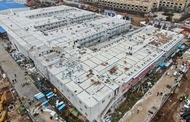 中國大陸用十天建成的火神山醫院,已於2月3日點燈開工,有1,000個床位收治病患...