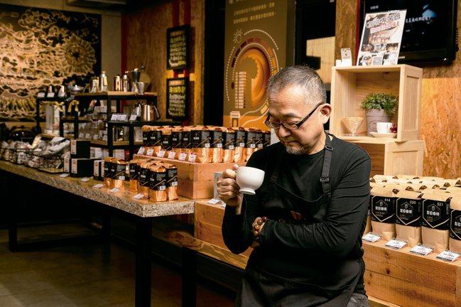 咖啡教父George教你如何品咖啡。 圖/方言文化提供
