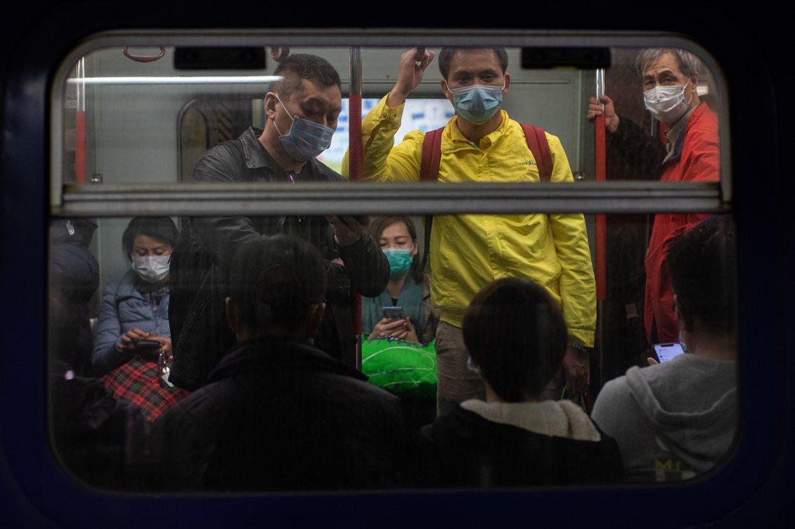 香港4日午前已出現第一起新型冠狀病毒的死亡病例。圖為港鐵。 圖/美聯社