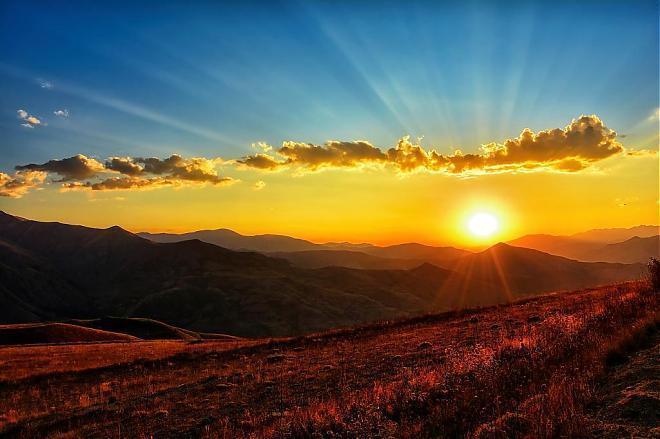 金龍山可收低海拔山區日出及雲海美景。 圖/摘自Tripbaa趣吧!