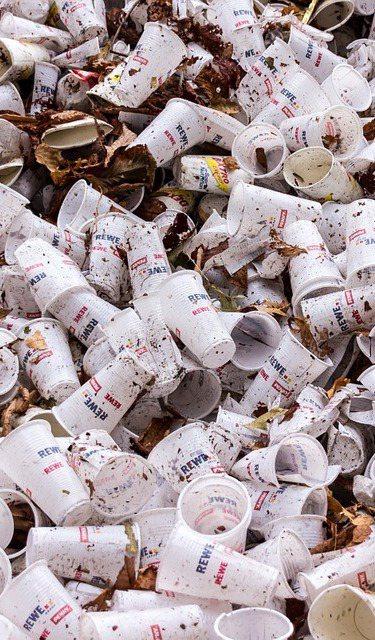 一次性餐具汙染影響全球,多國動起來進行敢善方針。  圖/Pixabay