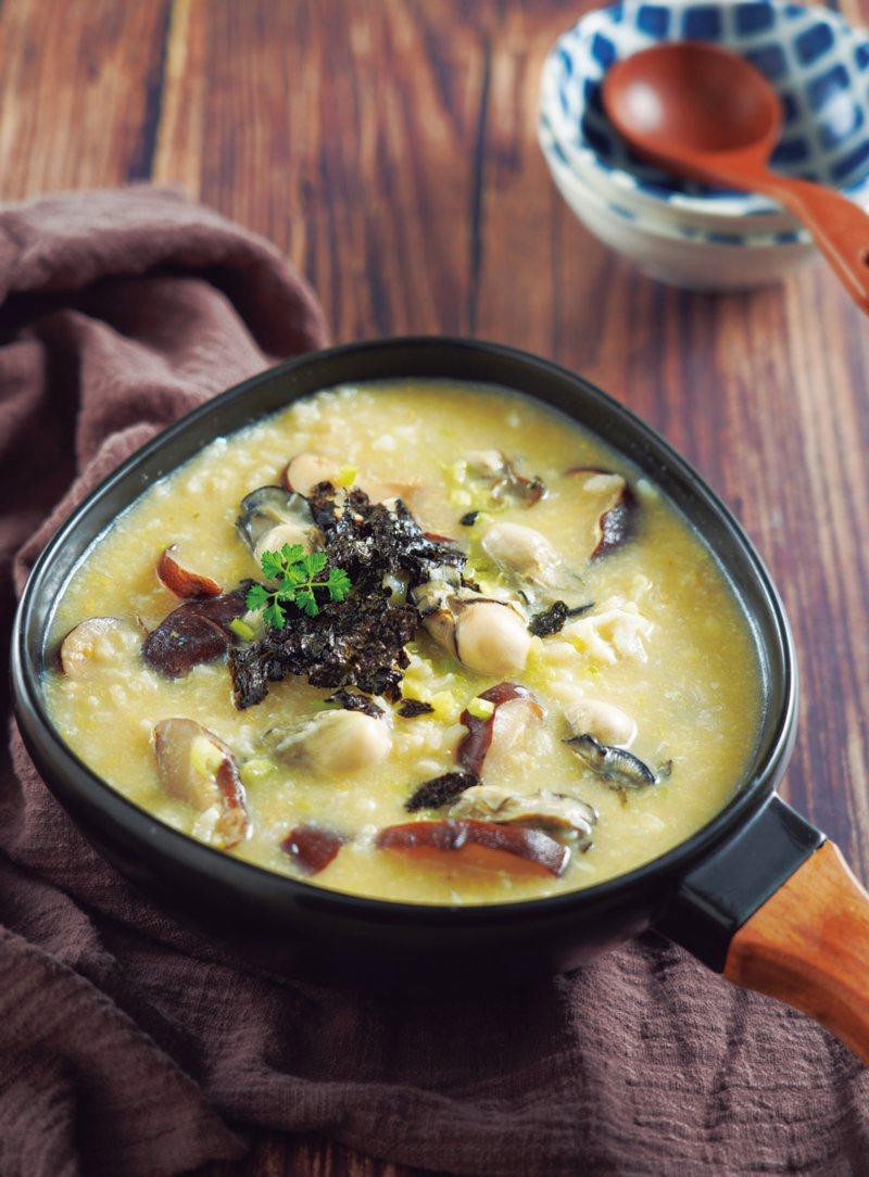 香菇鮮蚵砂鍋粥,每一口都吃到滿滿食材,飽足又暖胃。 圖/采實文化提供
