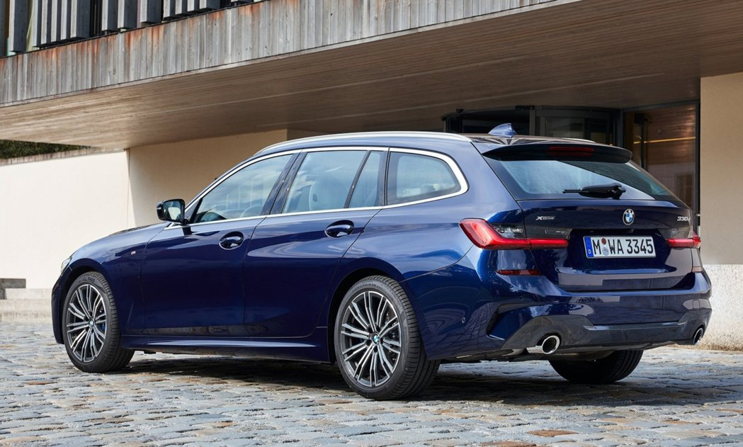 新世代BMW 3 Series Touring (G21) 中的入門柴油車型32...