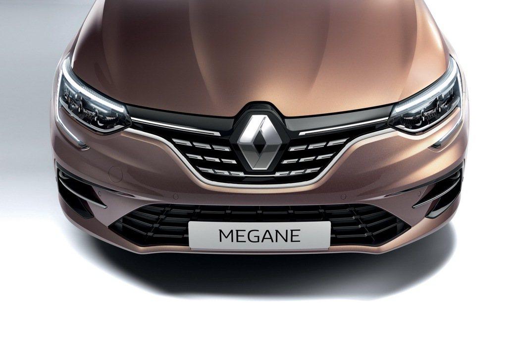 Megane小改款全車系都標配LED頭燈。 摘自Renault