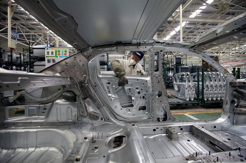 武漢曾是「中國製造2025」計畫重鎮,光是汽車零組件製造商就有500多家。  圖/路透社