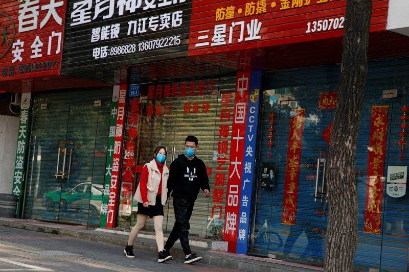 中國近期緊急推出貨幣措施,希望降低武漢肺炎疫情對中國經濟的衝擊,但是國際金融圈普遍認為武漢肺炎足癱瘓中國經濟。圖為江西九江市。 圖/路透社
