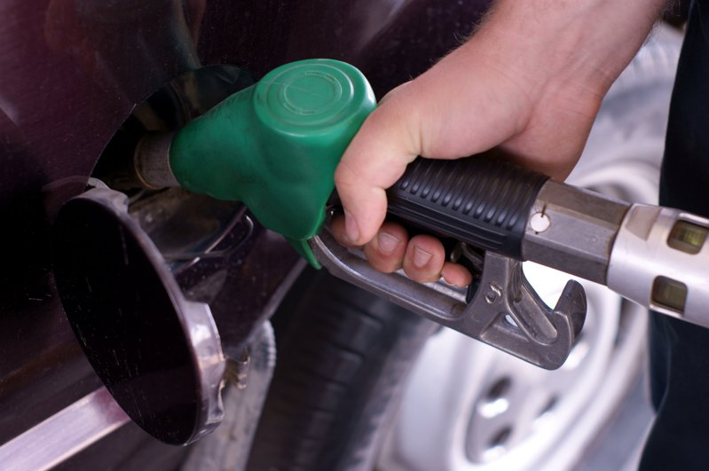 一名網友PO文提到,許多車友都說「盡量加中油直營店的油」就可以解決車子熄火的問題,於是他好奇詢問網友「大家都會刻意挑中油直營店加油嗎?」示意圖/ingimage
