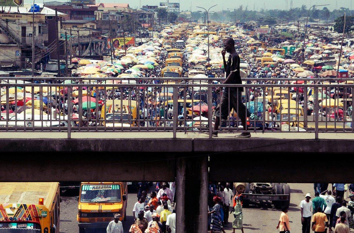 拉哥斯超過2,000萬的爆量人口,快速都市化與繁忙壅塞的交通,讓塞車早已成為拉哥...