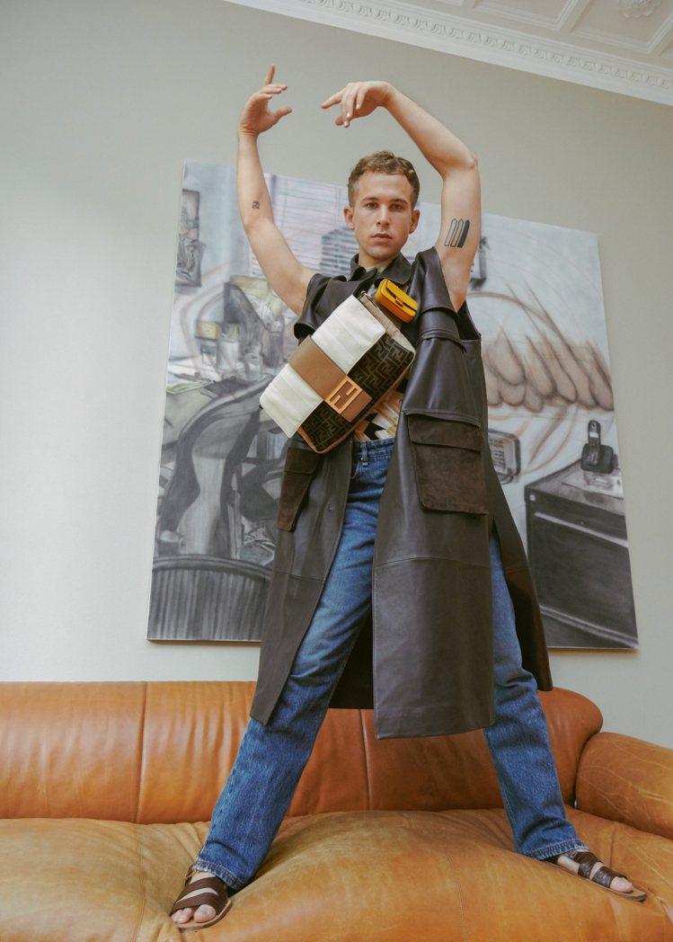 湯米多夫曼演繹男款FENDI Baguette的多種造型與氛圍。圖/FENDI提...
