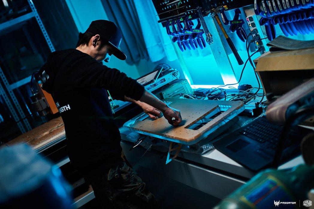 王育任在2017年改造第一台電腦機殼並獲得國外廠家注意,隔年進駐新北自造者空間暨...