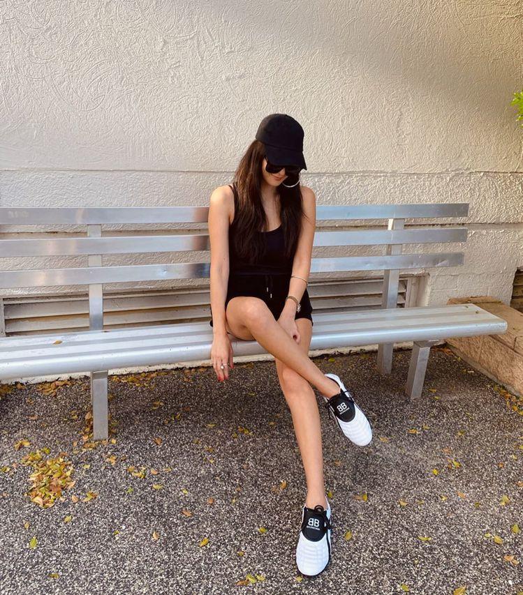 孫芸芸腳上新鞋是BALENCIAGA最新推出的ZEN系列鞋款。圖/摘自IG