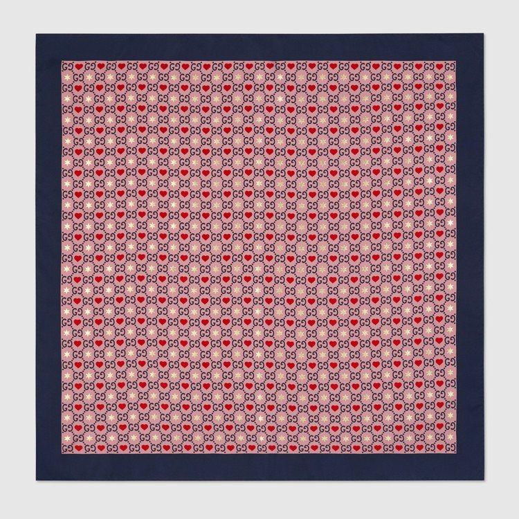 情人節限定系列真絲圍巾,17,100元。圖/Gucci提供