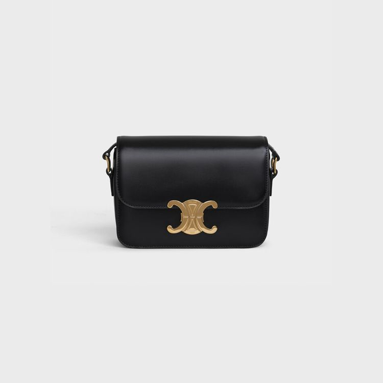 Triomphe 黝黑色亮面小牛皮肩背包,售價10萬5,000元。圖/CELIN...