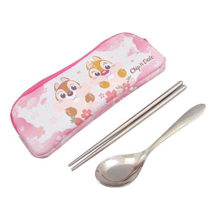 櫻花季不銹鋼環保餐具(奇奇蒂蒂款)每組390元。圖/邁思娛樂提供