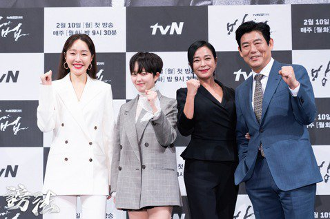 武漢疫情全球蔓延,韓國演藝圈受到衝擊,不得不採取應變措施。Netflix今年推出的第一部原創韓劇「我的全像情人」4日記者會改為直播舉行,成為韓國首場因疫情而改變形式的戲劇記者發布會。另一部tvN的新...