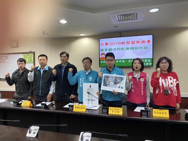 台南市多名議員昨天關切消防人員防範武漢肺炎的人力與裝備不足。記者修瑞瑩/攝影