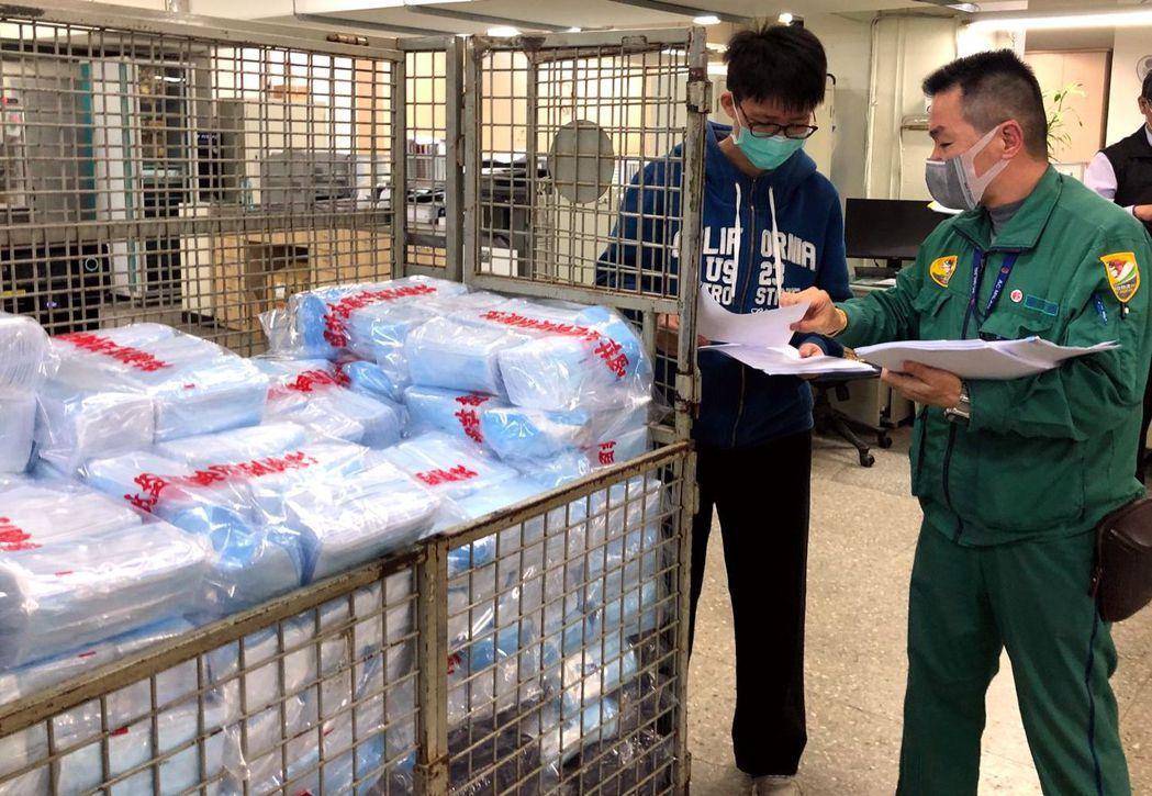 全台搶購口罩,中華郵政執行配送口罩任務。記者曹悅華/攝影
