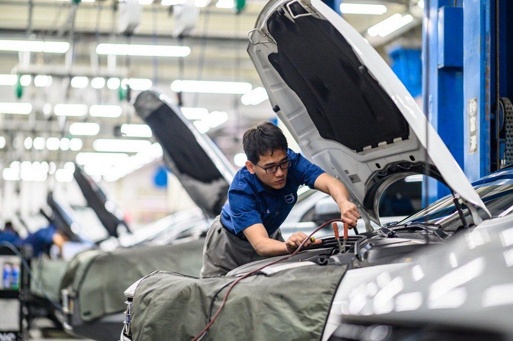 前來保養的車主將由專屬接待區的服務人員接待,後廠擁有超過 20 個維修工位、5 ...