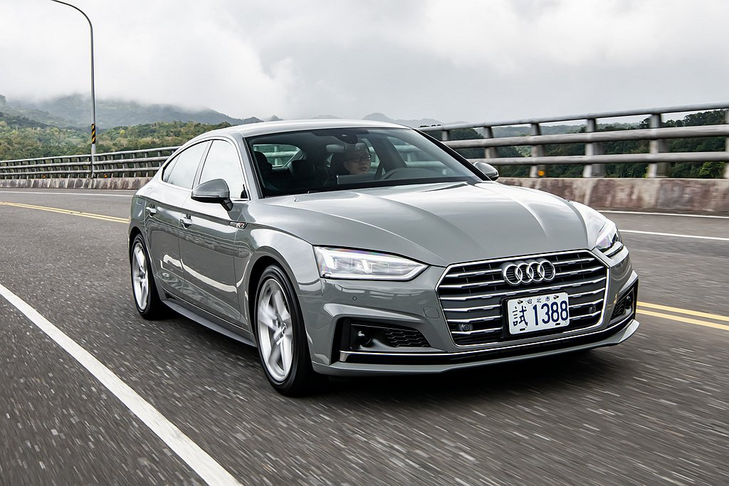 Audi A5 Sportback皆標配「Audi 公路行車輔助套件」以及「都會...