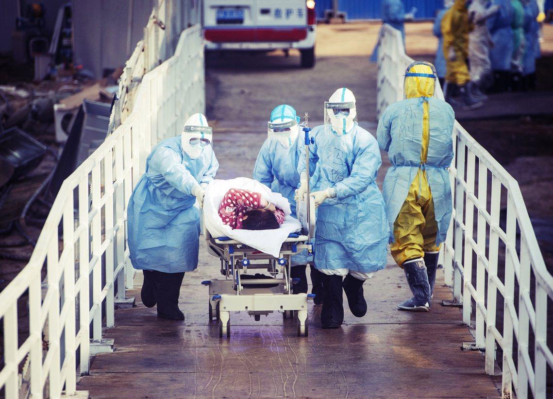 中國的武漢肺炎疫情5日持續失控,中國境內確診病例,一夜之間增加了近4,000例。...