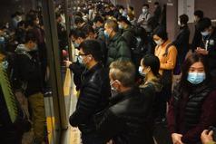 武漢肺炎》種族歧視伴隨疫情升溫,亞裔學生:公車上的人看到我就換位子...