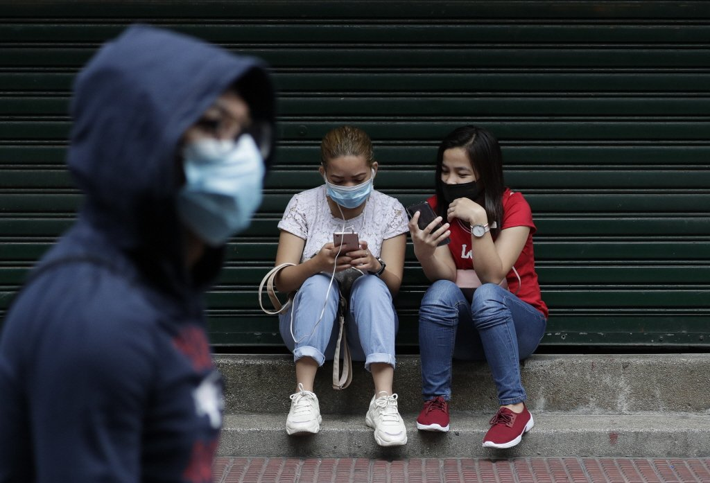 馬尼拉街頭戴口罩的民眾。 圖/美聯社